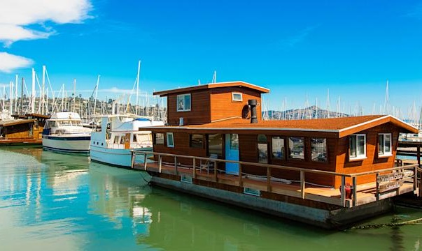 Are Houseboats Facing an Extinction in the Current Scenario