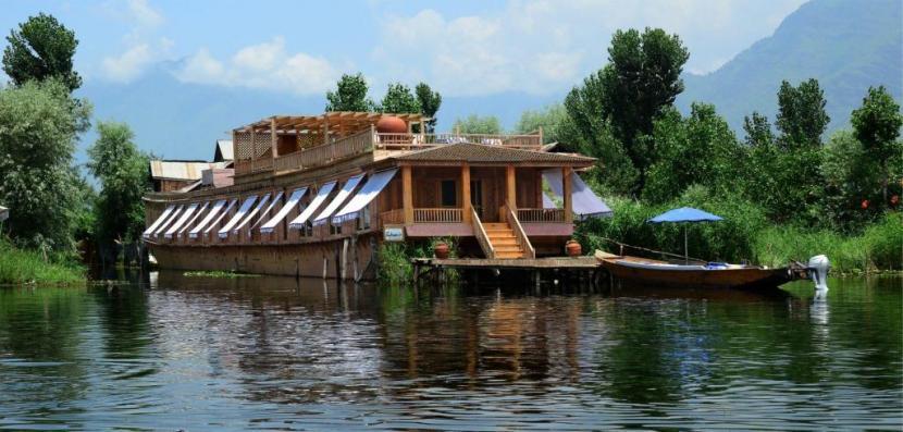Do Houseboats in Srinagar Move?