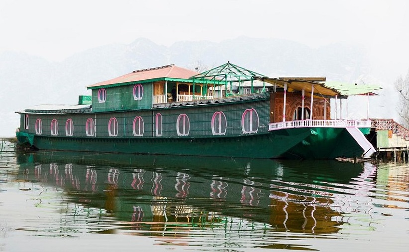 Enjoy Your Once-in-a-Lifetime Experience of Staying in Houseboat during Winters