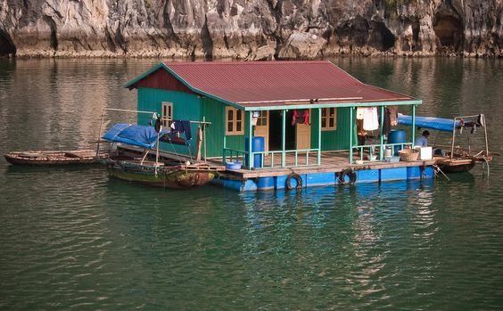 How to Select a Houseboat Accommodation in Dal Lake?