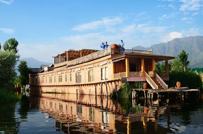 Is It Safe to Stay in A Houseboat in Srinagar?