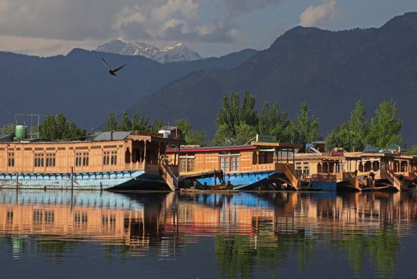 Pandemic Cant Sink Kashmiri Houseboats