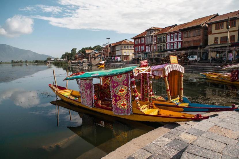 Saving The Beauty of Kashmiri Houseboats