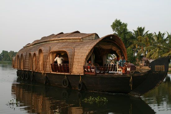 What is the Difference Between Houseboats in Kashmir and Kerala?
